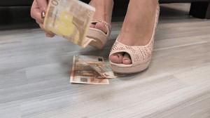 Geldherrin Denise-3