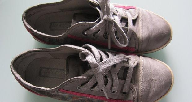 Ausgelatschte Sneaker zu verkaufen